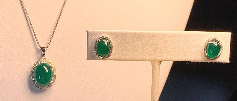 Emerald Cabochon gems