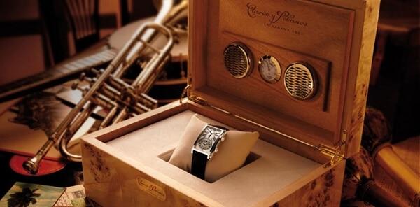 Cuervo Y Sobrinos fine watch in wood display case.